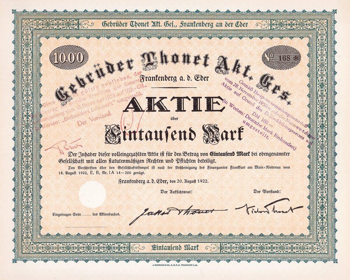 Gebrüder Thonet AG, Frankenberg a.d. Eder. Gründeraktie 1000 Mark von 1922. Michael Thonet, der berühmte Pionier des Möbeldesigns, produzierte ab 1819 eigene Entwürfe in dem von ih entwickelten Verfahren der Bugholzverarbeitung und baute einen weltweiten Vertrieb dafür auf. Seit 1889 wird in hessischem Frankenberg produziert. Bereits um 1900 beschäftigen die Gebrüder Thonet in sieben Fabriken rund 6.000 Arbeiter, die im Jahr 865.000 Stühle herstellten.