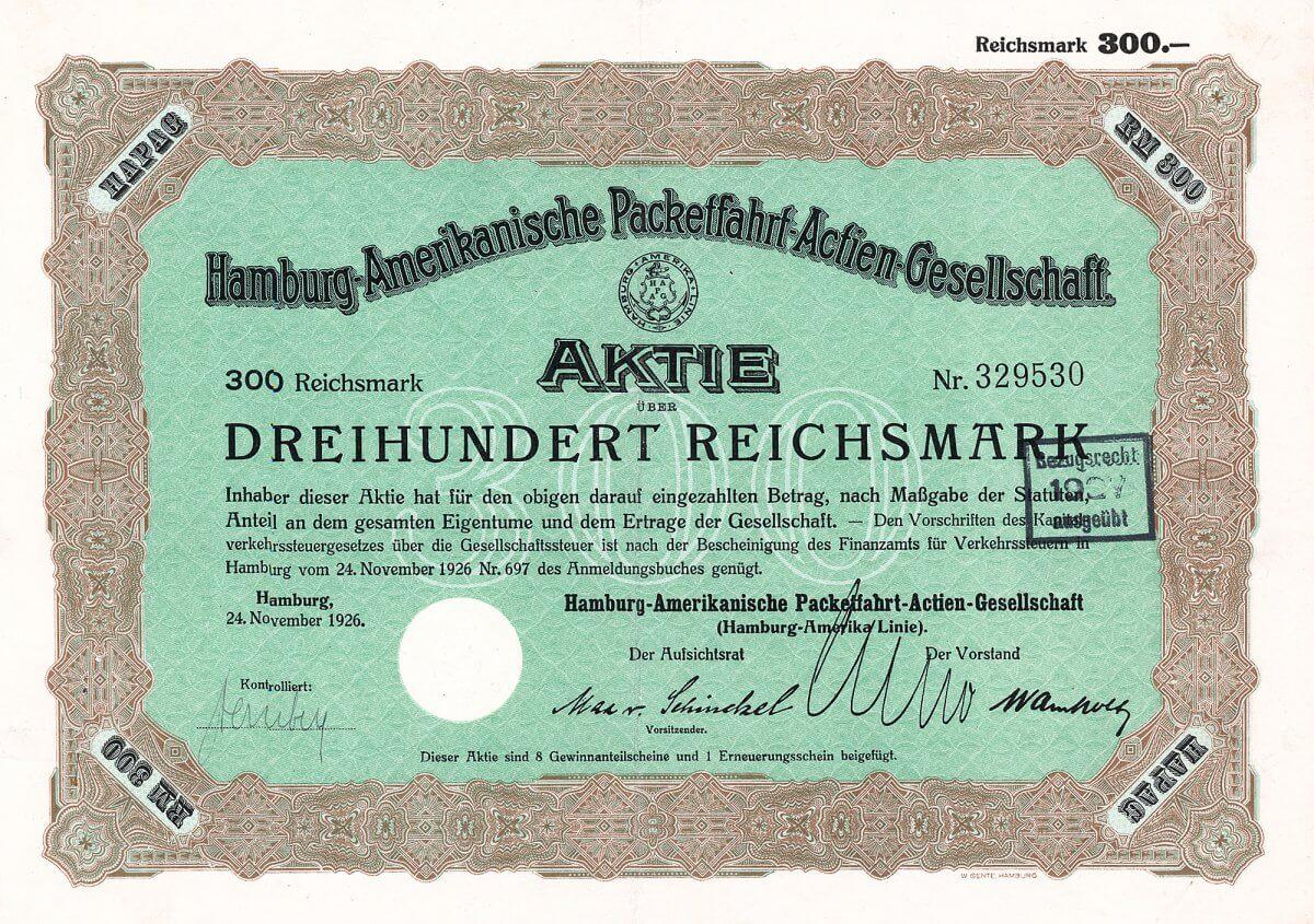 Hamburg-Amerikanische Packetfahrt-AG, Hamburg, Aktie über 300 RM von 1926. Bis in die 1870er Jahre von eher nur regionaler Bedeutung, doch unter Albert Ballin (1857-1918), der 1899 Generaldirektor der HAPAG wurde, entstand ein Unternehmen von weltumspannender Bedeutung.