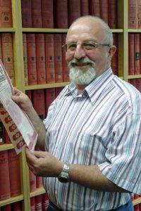 Vladimir Gutowski bei Recherche zur Firmengeschichte